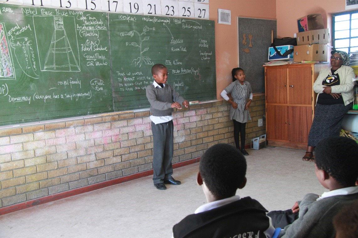 Bold-Move-leaner-sharing-a-story-during-School-Storytelling-Tour-Khayelitsha,-2016