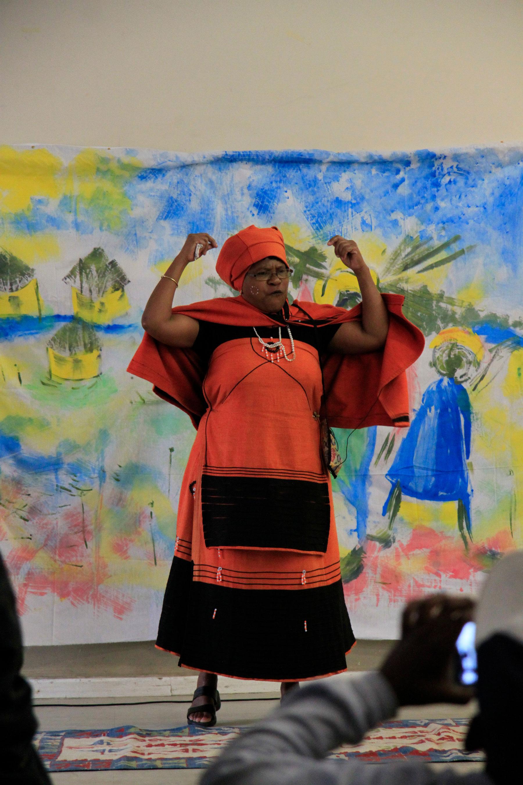Lady-in-Orange-storytelling-event-Harere-Khayelitsha-2016